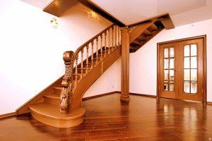 Виды деревянных лестниц в частном доме