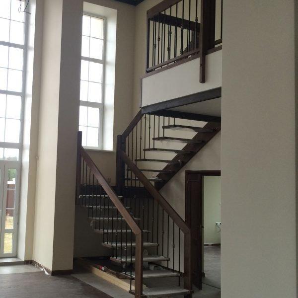 Лестница с площадкой «PREMIUM ULTRA 180»