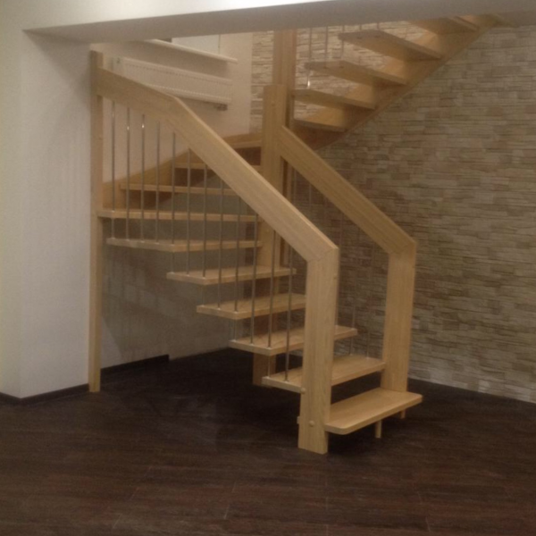 Деревянная лестница на больцах из массива Ясеня