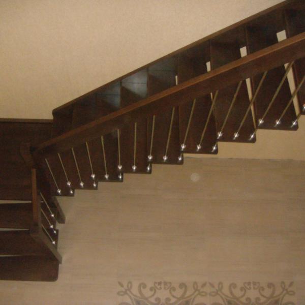 Лестница на больцах с площадкой «ULTRA»